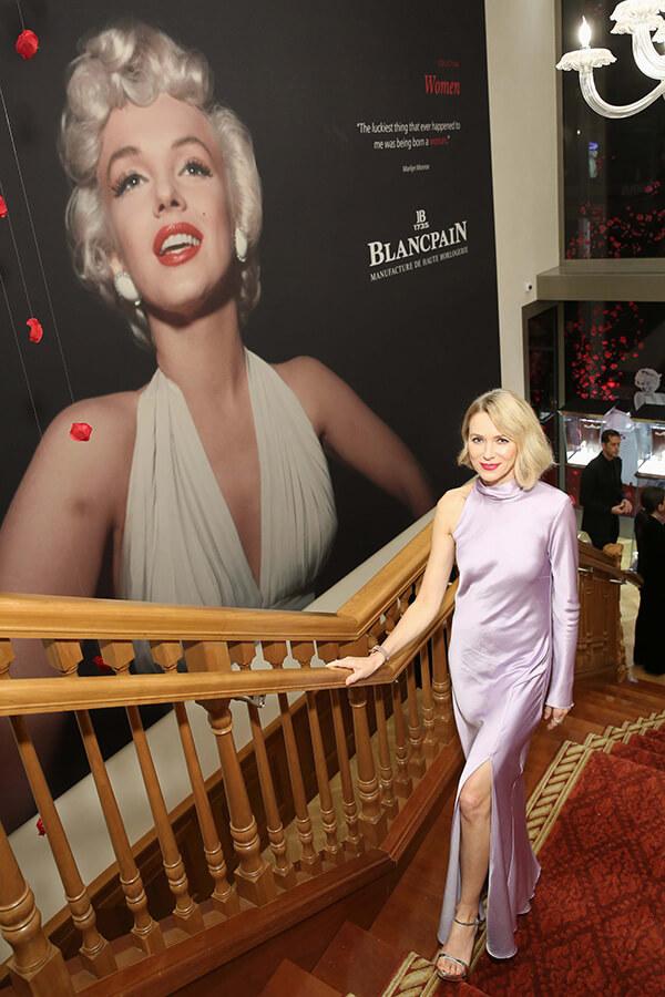 Montée de marches pour Naomi Watts à la boutique Blancpain à New York (c) Monica Schipper