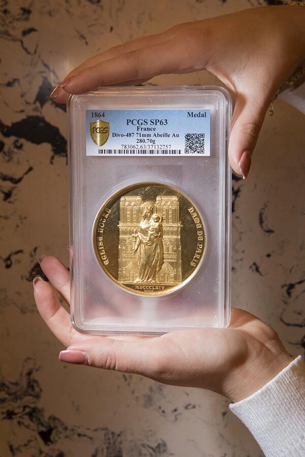 Vente record pour la médaille commémorative offerte par Napoleon III à Viollet-le-Duc