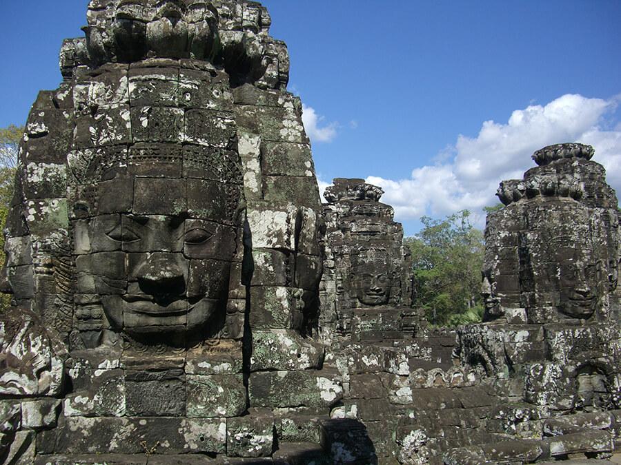 Un ensemble unique de têtes Khmer