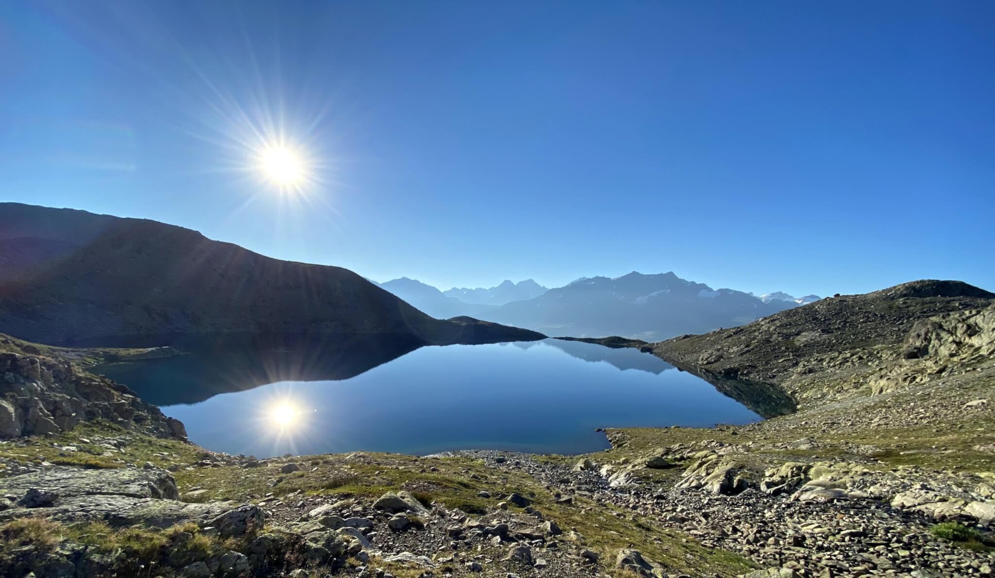Des paysages arides vers le lac de Tscheppa (c) Luca Ricou