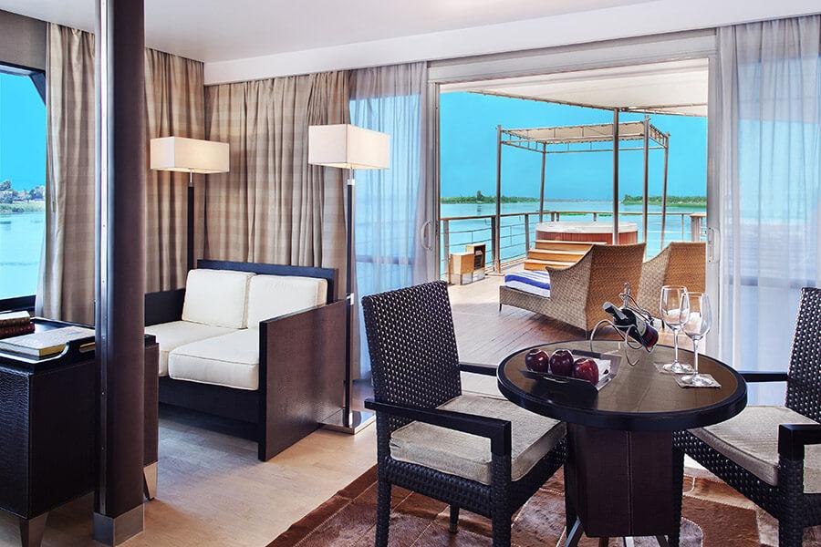 Suite de Luxe avec Terrasse Privée et Jacuzzi Extérieur - The Oberoi Zahra, Luxury Nile Cruiser, Égypte