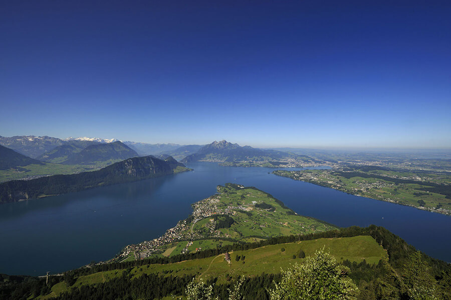 Perspective-depuis-le-Rigi-sur-les-lacs