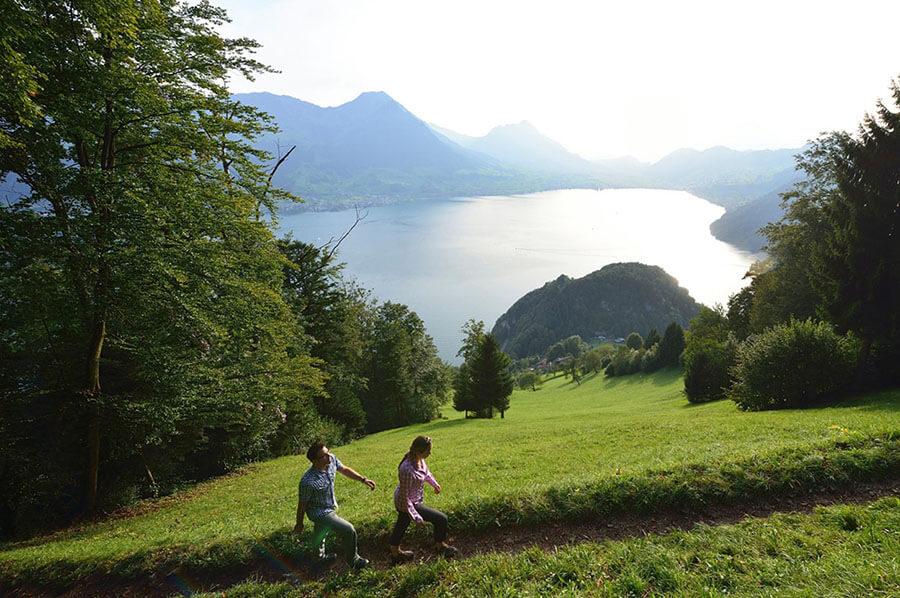 Rigi-piste-de-randonnée-avec-vue-sur-lac
