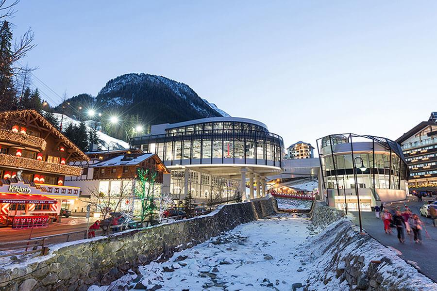 Les départs et arrivées se font en plein centre d'Ischgl à proximité des commerces et restaurants