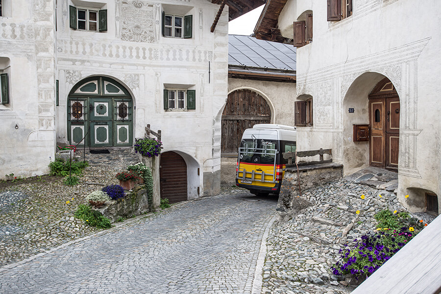 Une architecture traditionnelle avec des façades décorées (c) Dominik Täuber
