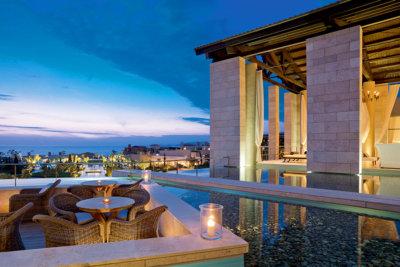Une architecture d'exception pour les suites et villas The Romanos Anax Lounge et lobby