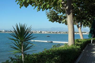 Side promenade en bord de mer, une corniche appréciée des touristes (c) G.A.-D.