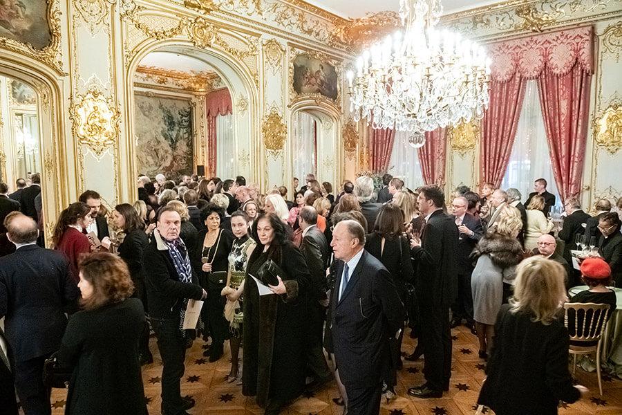 Ambiance des grands soirs dans l'élégant salon de l'Hôtel Marcel Dassault