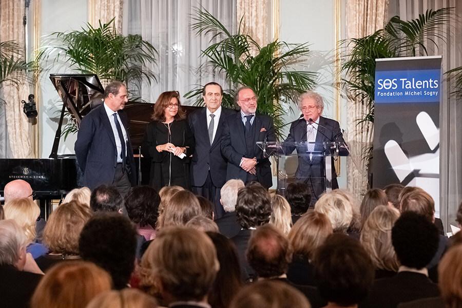 Laurent Dassault égrénant des souvenirs de précédentes éditions des concerts