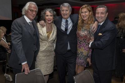 Marc Bonnant Maître de cérémonie de la soirée, Catherine et Yves Donin de Rosière entourant Robert et Dolorès Mimran