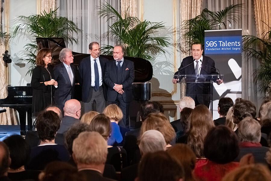 Au pupitre Michel Sogny créateur de la Fondation SOS Talents en 2000