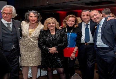Marc Bonnant, Catherine , Yves et Laurent Donin de Rosière entourant Nicoletta et Caroline Scheufele