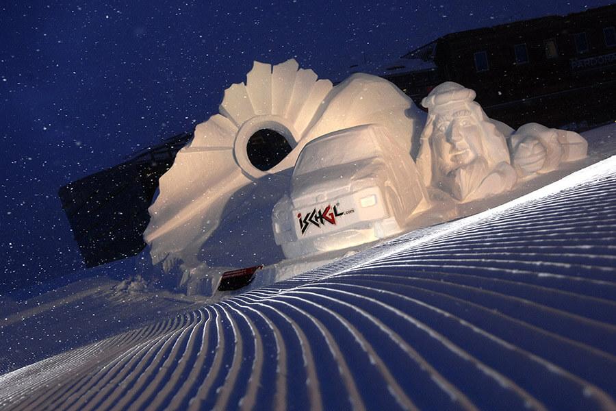 Une galerie en plein air Ischgl et ses sculptures en glace