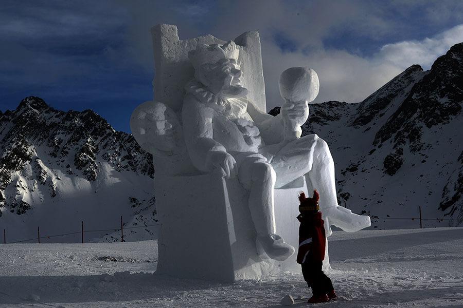 Féérique sculpture de glace sur les pistes d'Ischgl