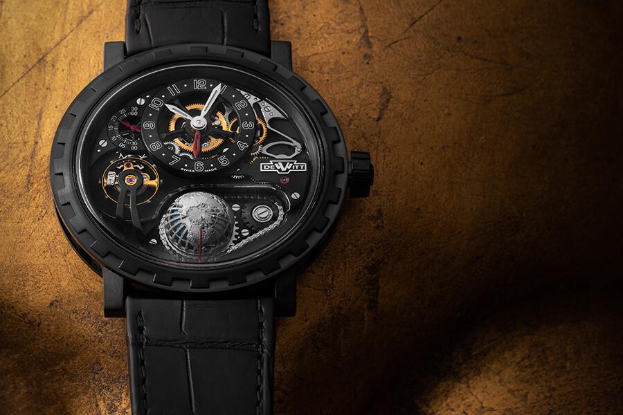 Hautement technique DeWitt-AcademiaHourPlanet-Black-Lifestyle avec un globe GMT texturé dans la montre