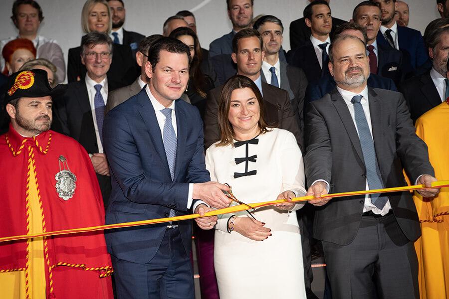 Couper de ruban avec Fabienne Luppo Directrice Générale (C)Pierre Maudet et Sami Kanaan RaphaelFaux