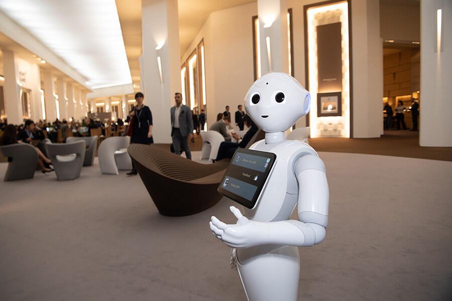 Pepper le robot accueillant les visiteurs à l'entrée du LAB (c)RaphaelFaux