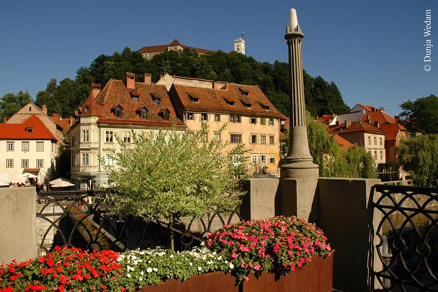 Le Château de Ljubljana vu des quais