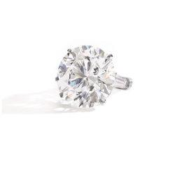 Diamant taillé brillant de 36,57 carats D colour flawless type IIa monté sur bague
