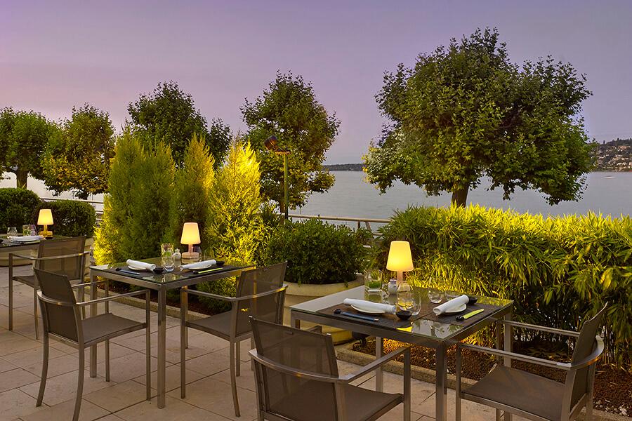 Umami by Michel Roth restaurant au crépuscule Hôtel President Wilson, Genève
