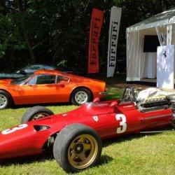Le stand Ferrari avec des modèles a faire rêver
