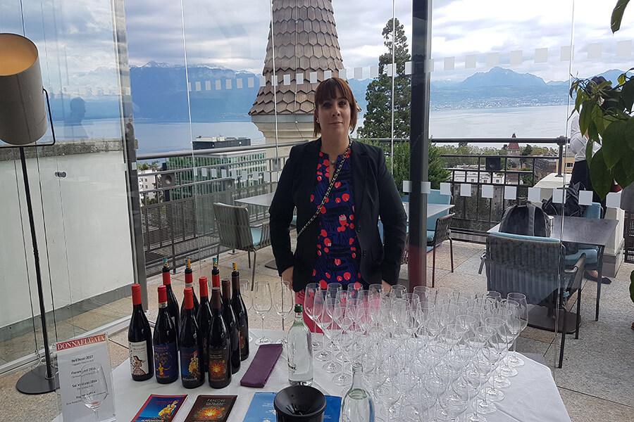 Accueil par une collaboratrice de Donnafugata dégustation Hôtel Royal Savoy Lausanne