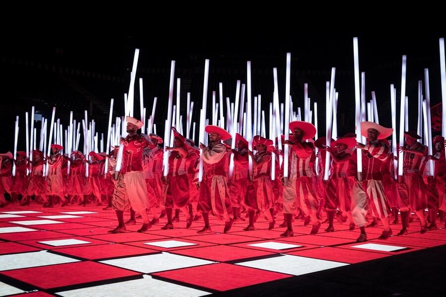 Rouge et blanc sur le plancher en LED (c) Julie Masson