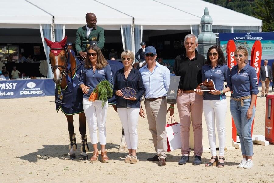 Abdelkebir Ouaddar le vainqueur avec en groupe d'autres lauréats ©Nicolas Hodys