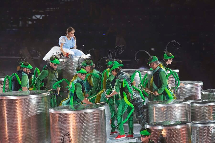 Les vendanges la petite Julie et les sauterelles-percussionnistes (c) Jean-Claude Durgniat
