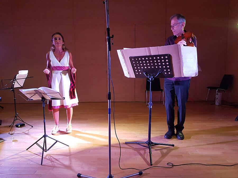 Garth Knox au violon et son épouse Valentina Vapnarsky - récitante en langues mayas