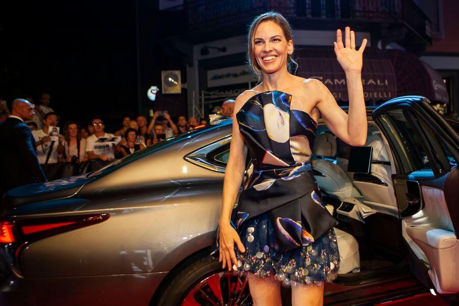 Hilary Swank arrivée à la Piazza Grande pour son Leopard Club Award