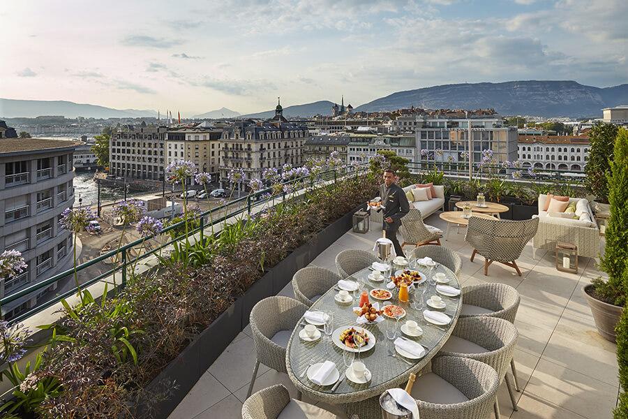 Royal-Penthouse en terrasse le coin petit déjeuner et repas avec un service exclusif