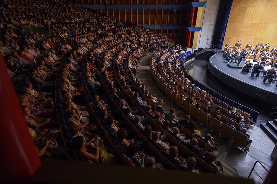 Un Palacio de Festivales bondé concert de clôture OSR Festival Internacional Santander ©️Pedro Puente Hoyos