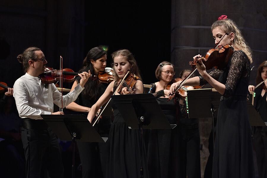 A gauche Julien Chauvin violon et direction Concert de la Loge Bach-Vivaldi (c) Bertrand Pichene