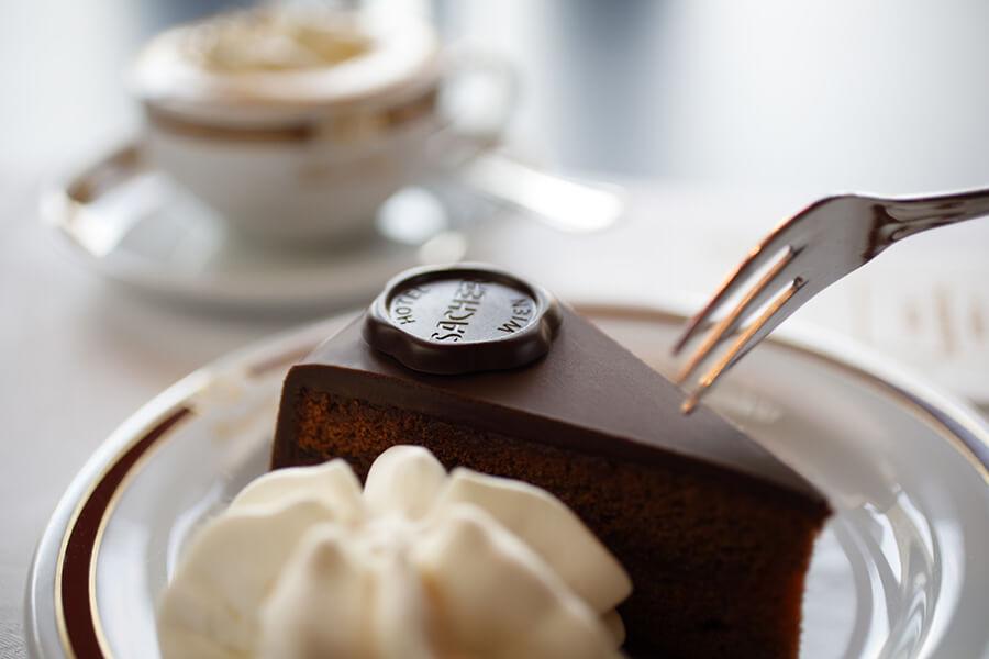 Le célèbre dessert historique le Sacher Torte à la recette protégée HotelSacher Wien Cafe Sacher©Torte