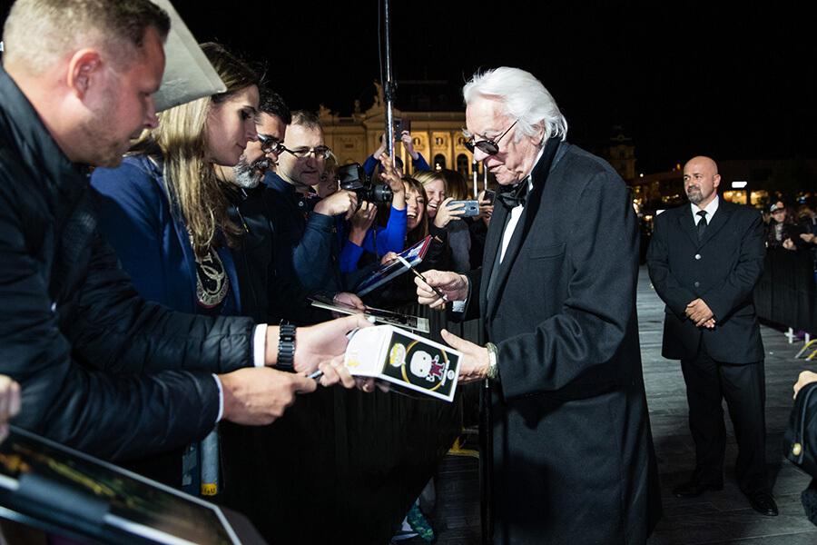 Tapis vert et signatures pour Donald Sutherland