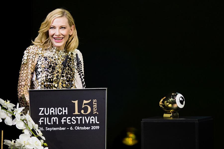 Cate Blanchett recevant son Golden Icon Award