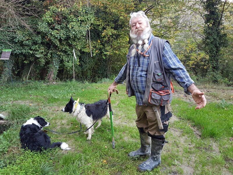 Igor le trifolao et ses chiens sur le départ pour caver la truffe (c) GAD