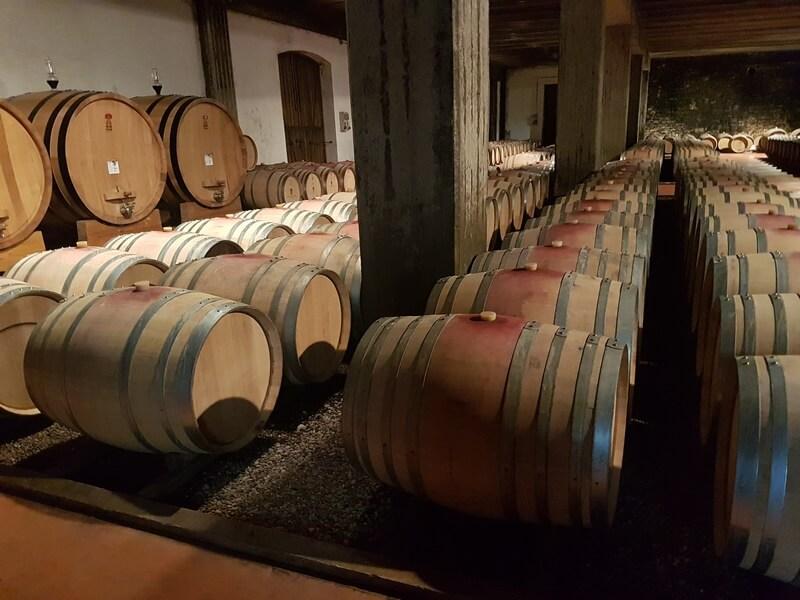 Dans les caves de Barbaresco les vins en voies de vieillissement dans les fûts de chêne (c) GAD
