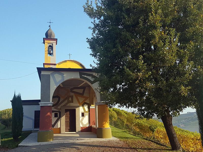 Chapelle sur le domaine de Barbaresco (c) GAD