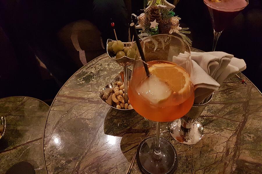Cocktail avant ou après diner dans une ambiance élégante