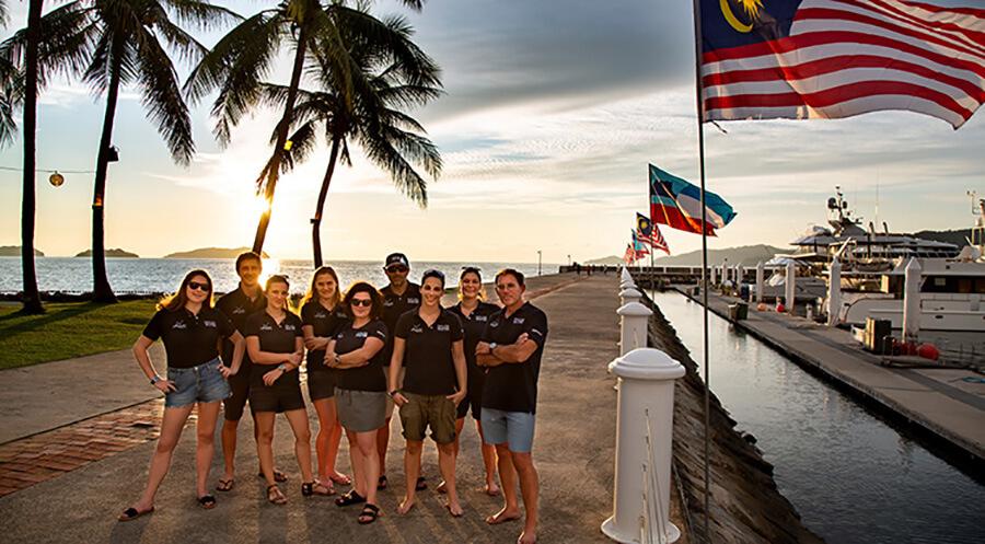 L'Equipe de Race for Water à la Marina de Kota Kinabalu à Bornéo (c) Peter Charaf