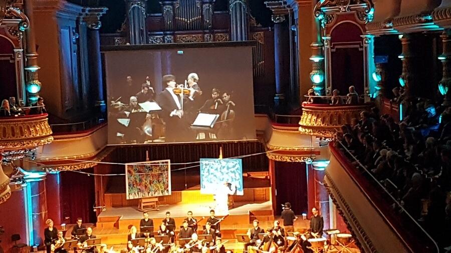 Sur la scène du Victoria Hall Fabrizio von Arx et son Stradivarius