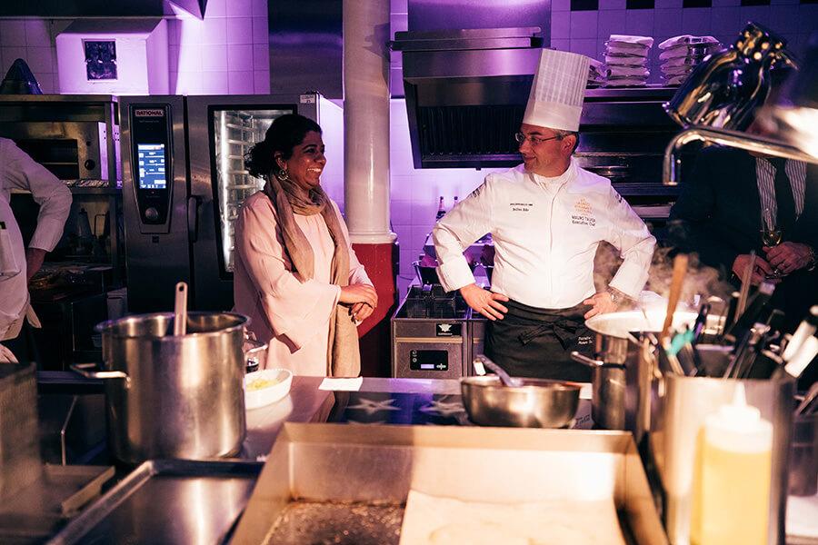 Asma Khan et Mario Taufer Chef exécutive Hotel Kum St Moritz lors d'un Gourmet-Safari