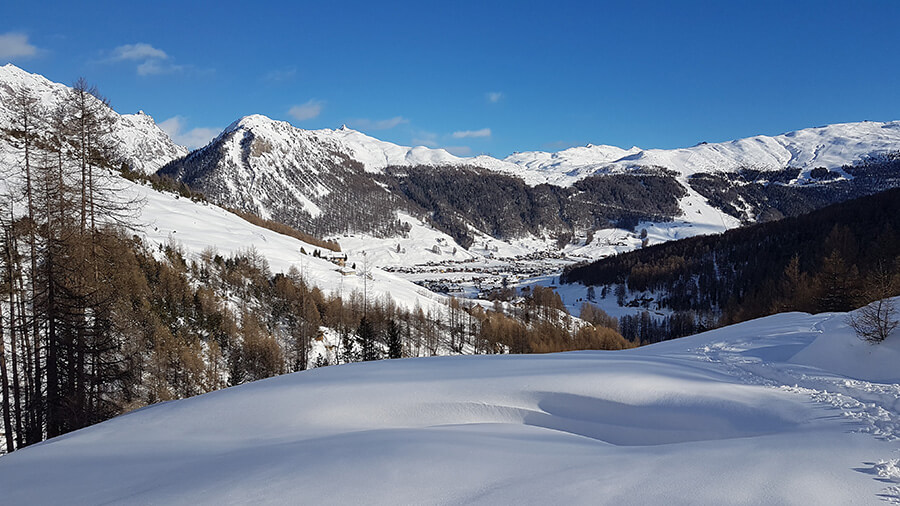 Le village de Livigno s'étirant au fond de la vallée (c) GAD