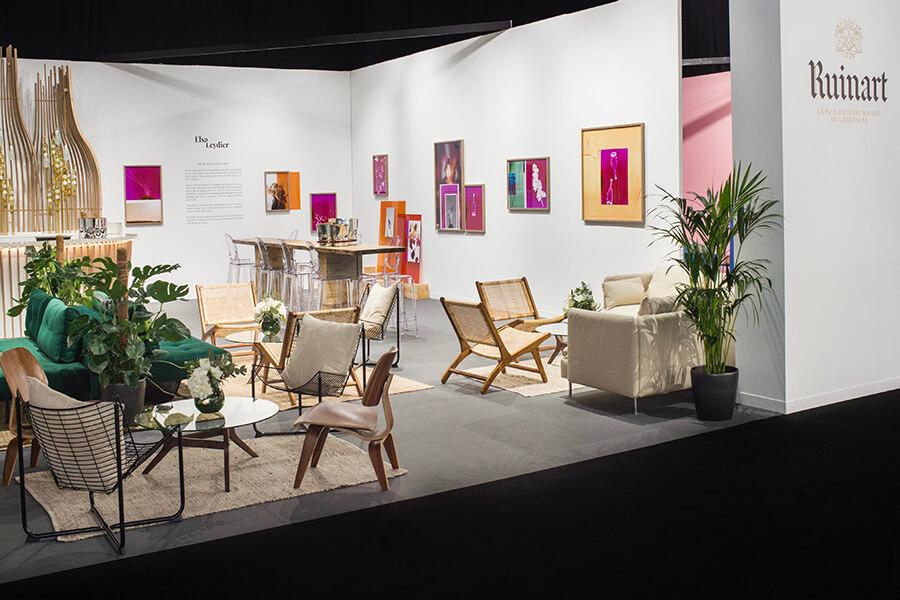 Artgenève espace réception du Ruinart Lounge exposant les oeuvres d'Elsa Leydier