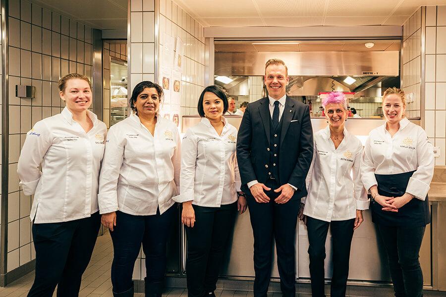 Emma Bengstsson, Asma Khan, Bee Santongun, Michael Glinski CEO Porsche Schweitz AG,Christina Bowermann, Kamilla Seidler, Porsche Gourmet Finale