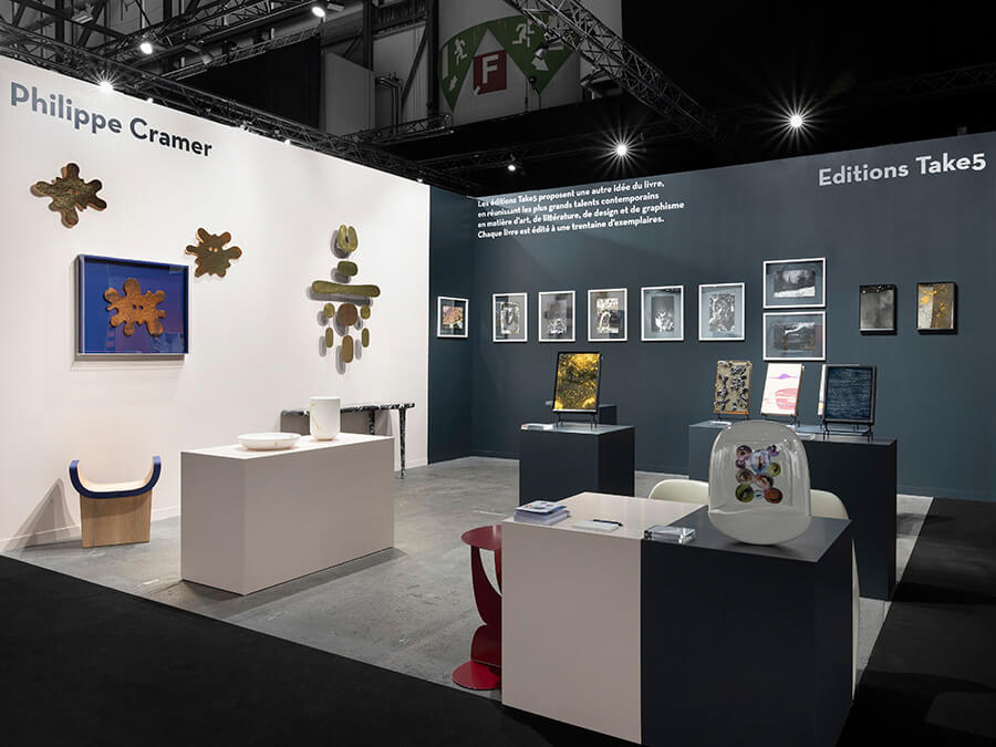 Tout en épure, le stand du designer Philippe Cramer et Take5 éditions rares artgeneve-CramerTake5-JulienGremaud artgeneve