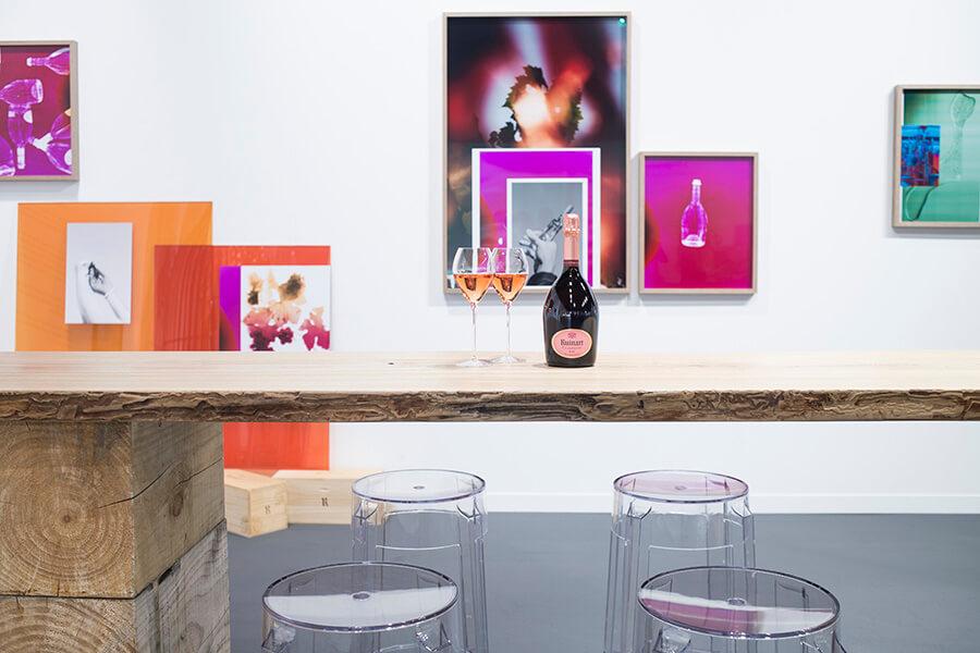 Aux cimaises du Ruinart Lounge les oeuvres d'Elsa Leydier