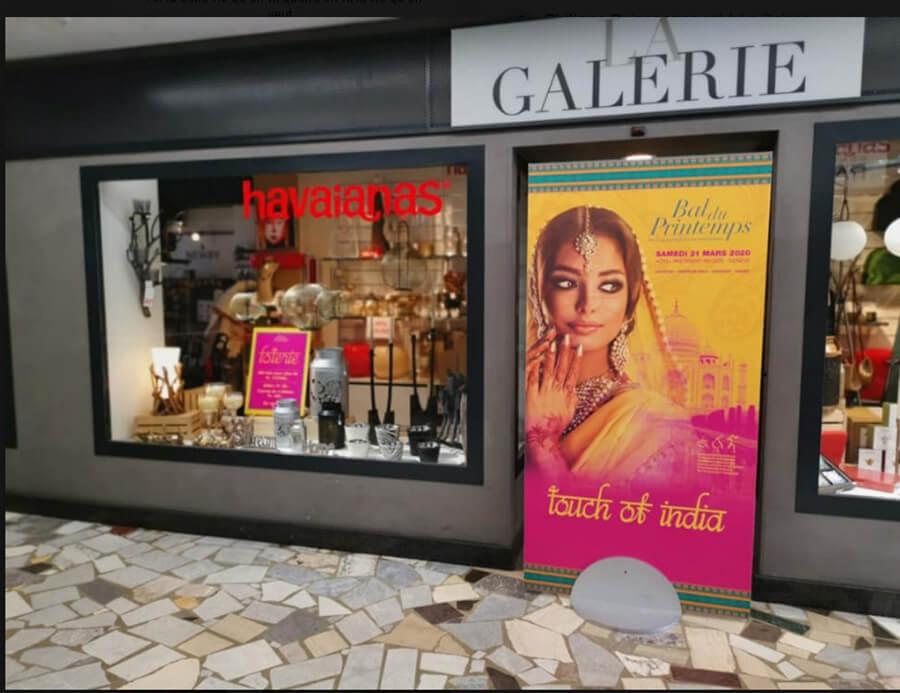 Séquence admiration la superbe affiche du Bal du Printemps 2020 dans la galerie du parking de Rive